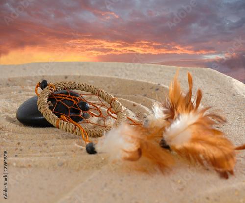Doppelrollo mit Motiv - Traumfänger mit Stein auf Sand Sonnenuntergang
