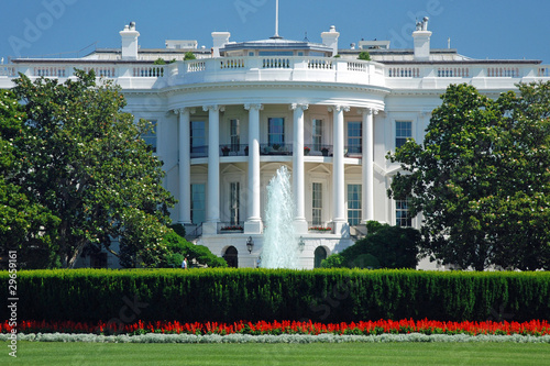 The White House in Washington DC with beautiful blue sky Fototapet