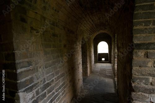 Fototapeten Schmale Gasse Brick Hallway Inside Great Wall Mutianyu China
