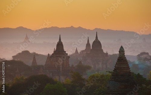 Photo  Sunrise over ancient Bagan, Myanmar