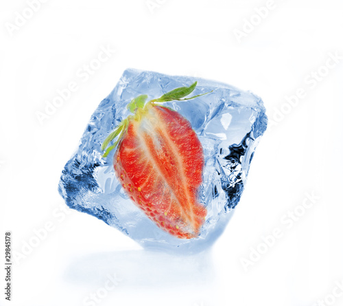 Poster Dans la glace Frozen strawberry in ice cube, isolated on white background