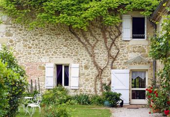 Fototapeta Struktura ściany belle maison en pierre et son jardin # 02
