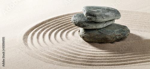 Poster Zen pierres a sable galets zen sur fond de sable fin