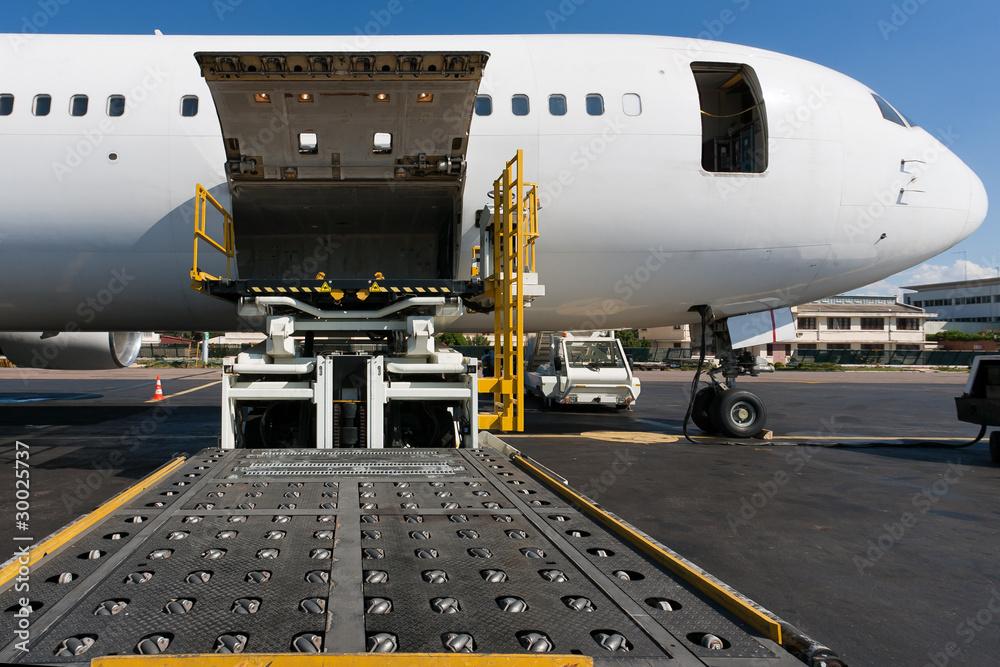 Fototapety, obrazy: Loading cargo plane