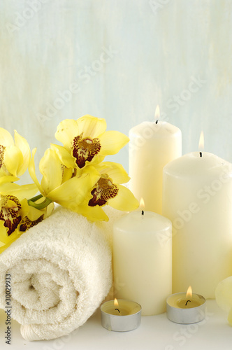 Poster Spa Spa composition (white towel and yellow orchids on towel)