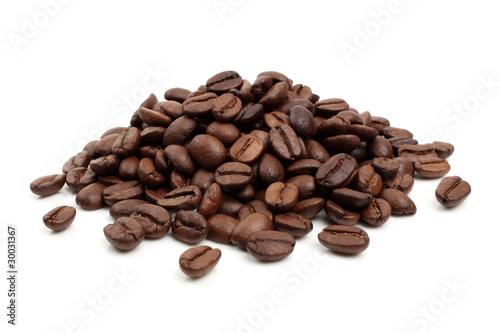 Poster Koffiebonen varios granos de café sobre fondo blanco