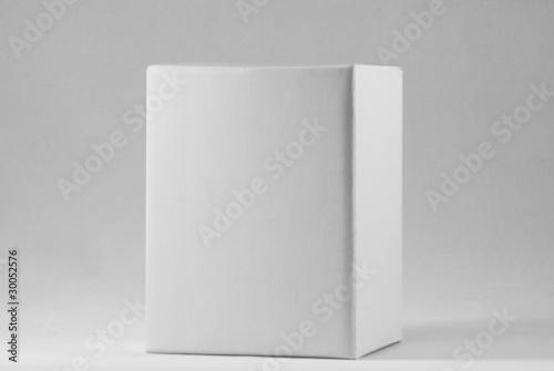 Scatola bianca su sfondo bianco Wallpaper Mural