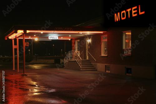 Fotografía  Motel entrance at night