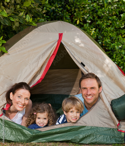Poster Camping Joyful family camping in the garden