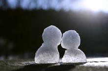 小さな雪だるま 2つ
