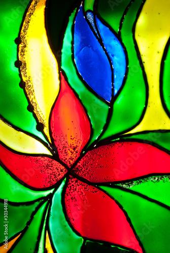 witrazowe-barwione-szklo-ilustrujace-kwiat