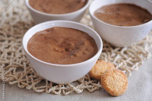 Fényképezés  mousse au chocolat et petits gâteaux 2