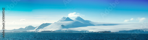 La pose en embrasure Antarctique Antarctic ice island. Orkney Islands.