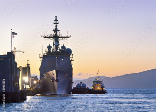Photo A U.S. Navy Cruiser at Port in San Francisco
