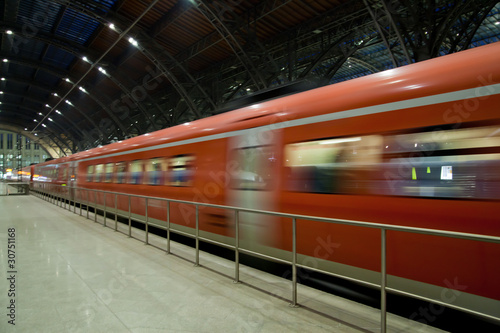Foto auf AluDibond Bahnhof Train departure