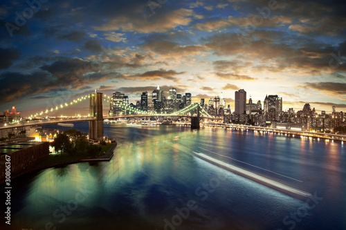 Tuinposter Brooklyn Bridge Amazing New York cityscape - taken after sunset