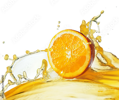 Eclaboussures d eau orange slice in juice stream