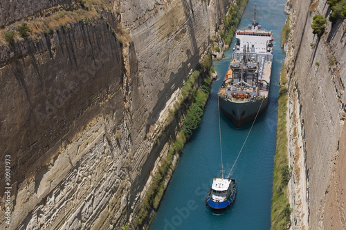 Valokuva Ship in Corinth Canal