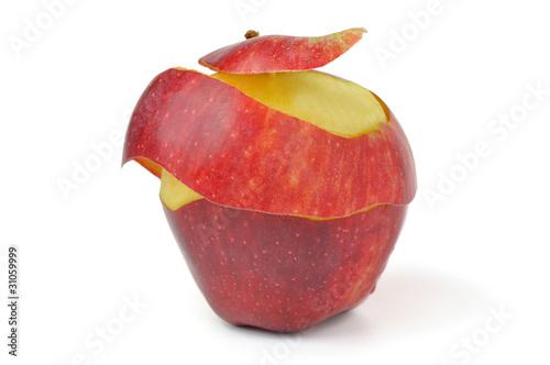 Fototapeta czerwone jabłko częściowo obrane na białym tle obraz