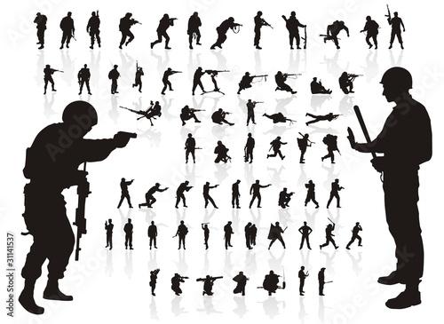 Fotografía  silhouette of soldiers