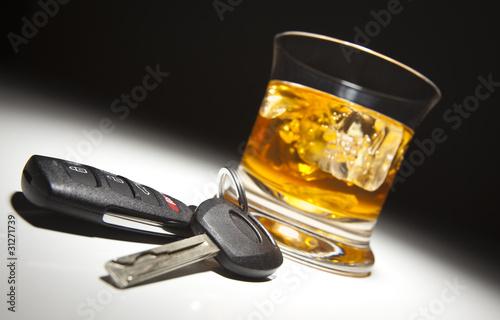 Obraz na plátně  Alkoholický nápoj a klíče od auta