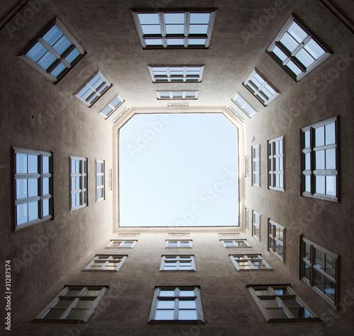 Montage in der Fensternische Barcelona Windows