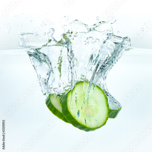 Poster Eclaboussures d eau cucumber in water