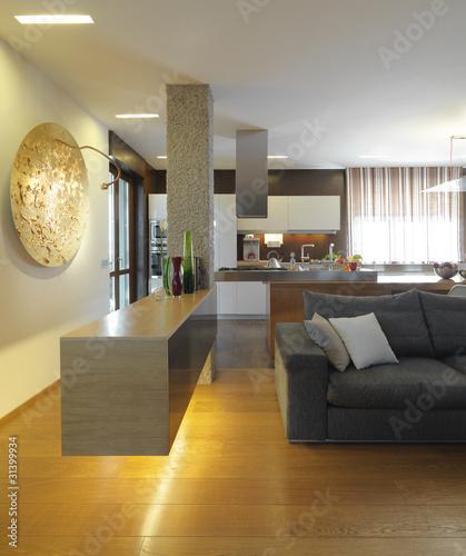 Angolo di Moderno lussuoso soggiorno con cucina a vista ...