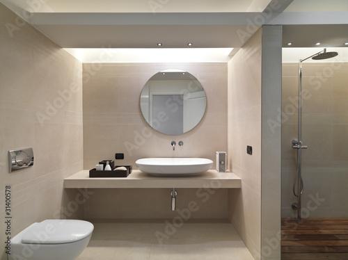 Bagno Rivestimento Moderno.Bagno Moderno Con Rivestimento In Marmo E Lavabo In Ceramica