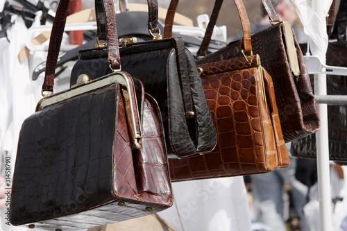 761d5b8eb8db8 Gebrauchte Handtaschen zum Verkauf auf dem Flohmarkt. – kaufen Sie ...