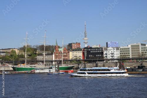 Foto auf Gartenposter Stadt am Wasser Landungsbrücken