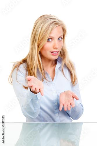 Fotografering  junge blonde frau gestikuliert mit den händen