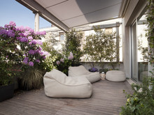 Grande Terrazzo Con Moderne Po...