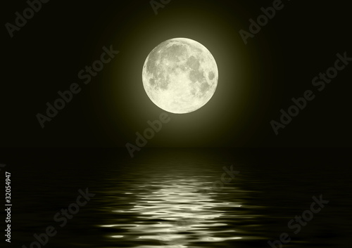 Fototapety, obrazy: The full moon in the night sky reflected in water