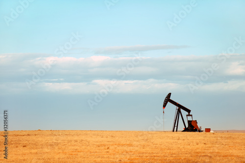 Fototapeta Working oil pump on Nebraska Great Plains obraz