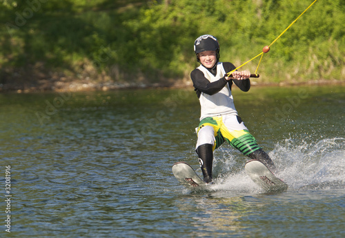 Fotografie, Obraz  Junger Wasserskifahrer