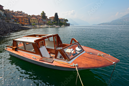Water taxi, Varenna, Lake Como, Lombardy, Italy, Europe Tableau sur Toile