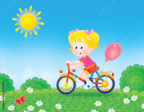 Naklejki dla dzieci  dziewczyna-na-rowerze-przez-pole-w-letni-dzien