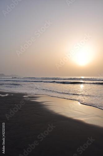 Spoed Foto op Canvas Zee zonsondergang ビーチ