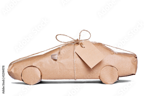Fotografía  Car wrapped in brown paper cut out