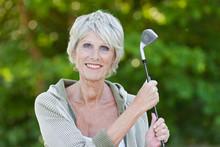 ältere Dame Mit Golfschläger