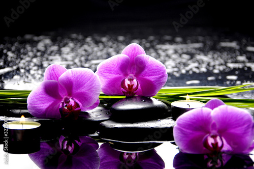 Foto op Canvas Orchidee Spa still life with set of pink orchid and stones reflection