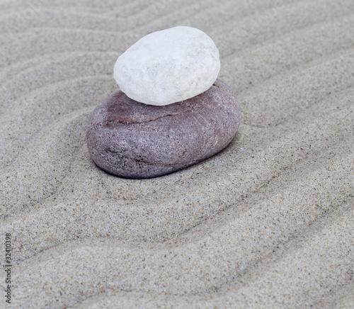Photo sur Plexiglas Zen pierres a sable galets en équilibre sur le sable