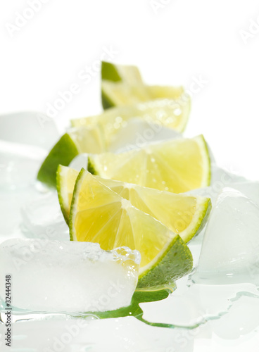 Poster Dans la glace limes and ice cubes