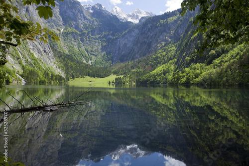Foto auf Gartenposter Reflexion Der Obersee am Königsee, Nationalpark Berchtesgadener Land.
