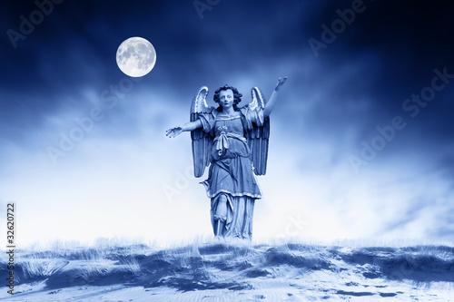 Canvastavla Archangel making religious gestures