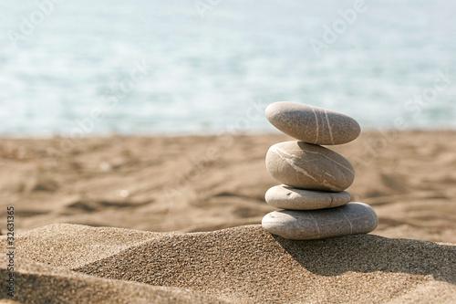Foto op Plexiglas Stenen in het Zand Entspannung am Strand   Steine im Sand