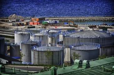 Silos in HDR