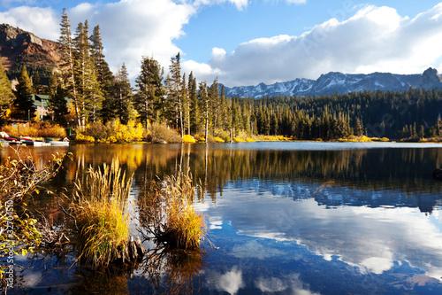 Stylowe plakaty  jezioro-jesienia