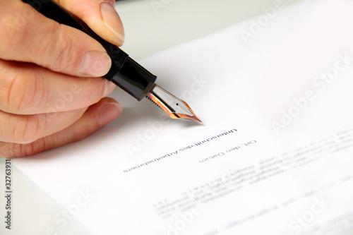 Arbeitsvertrag Unterschreiben Kaufen Sie Dieses Foto Und Finden